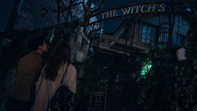 """Кадр из сериала """"Приходите в ведьмин ресторан"""""""